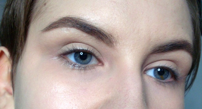 Brow makeup with Brow Definer in Taupe Anastasia Beverly Hills pic1