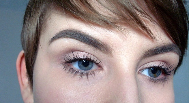 Brow makeup with DIPBROW Pomade in Taupe Anastasia Beverly Hills 1