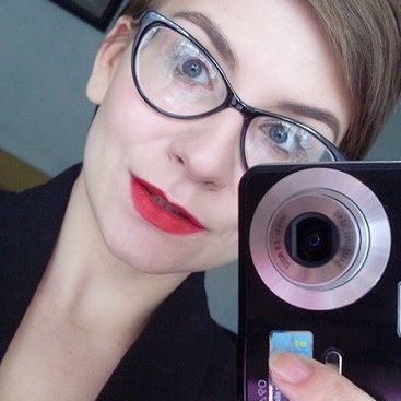 classic red shade lipstick makeup